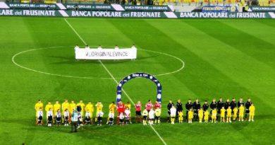Frosinone, #loriginalevince: controlli della Guardia di Finanza davanti allo stadio Stirpe